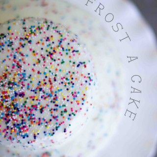 the-easiest-way-to-frost-a-cake-get-a-faux-fondant-look-in-seconds-and-its-delicious-cake-party-fondant-2