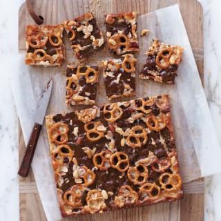 MLD110654-chocolate-pb-pretzel-bars-054-EXP5-1