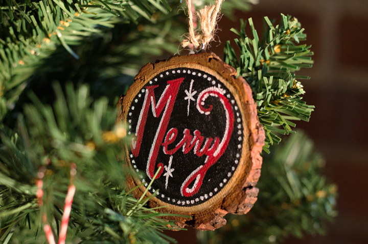 Rustic_Chalkboard_Ornament_Lifestyle_1