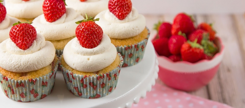 strawberries-and-cream-cupcakes