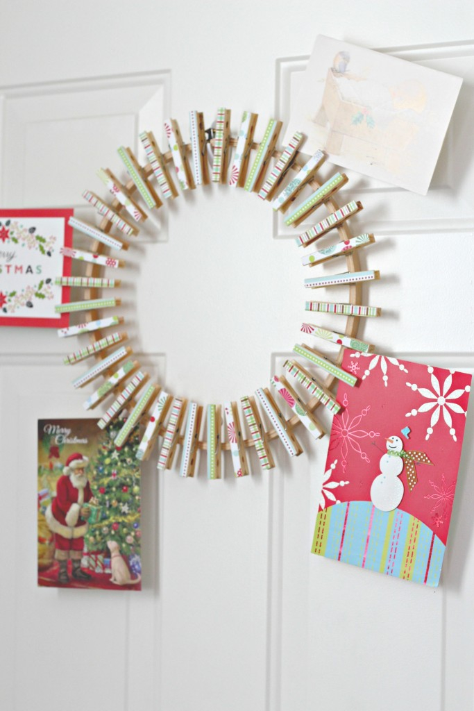 christmas-clothespin-wreath