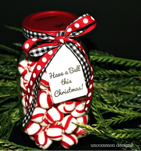 Gifting Jar: The holidays are here and there are so many different gift and decor ideas to bring lots of cheer! There are so many Mason Jar Crafts to make this holiday!