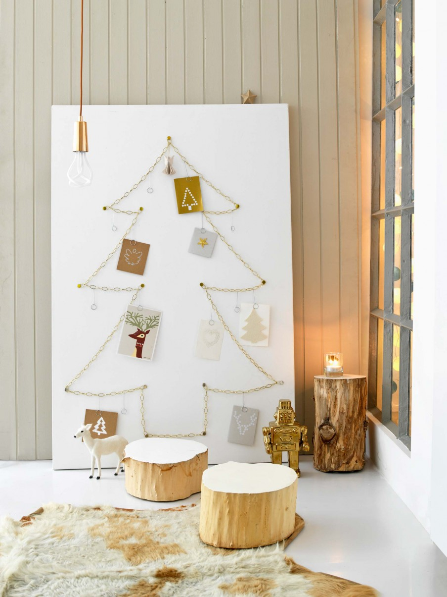 chain-christmas-tree-display