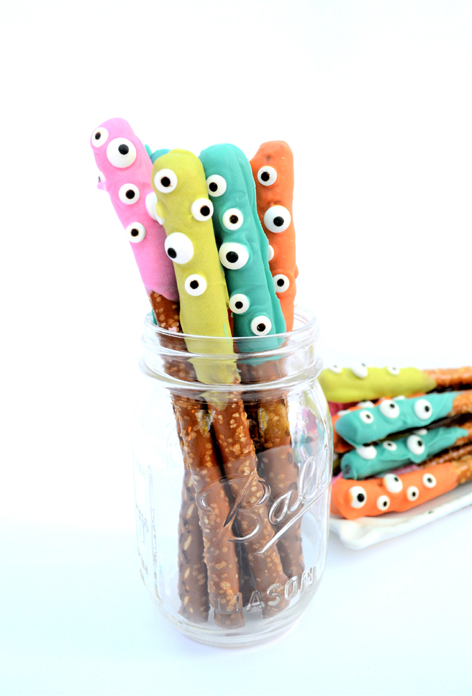 https://www.burlapandblue.com/2017/09/13/halloween-treat-idea-easy-dipped-pretzels/