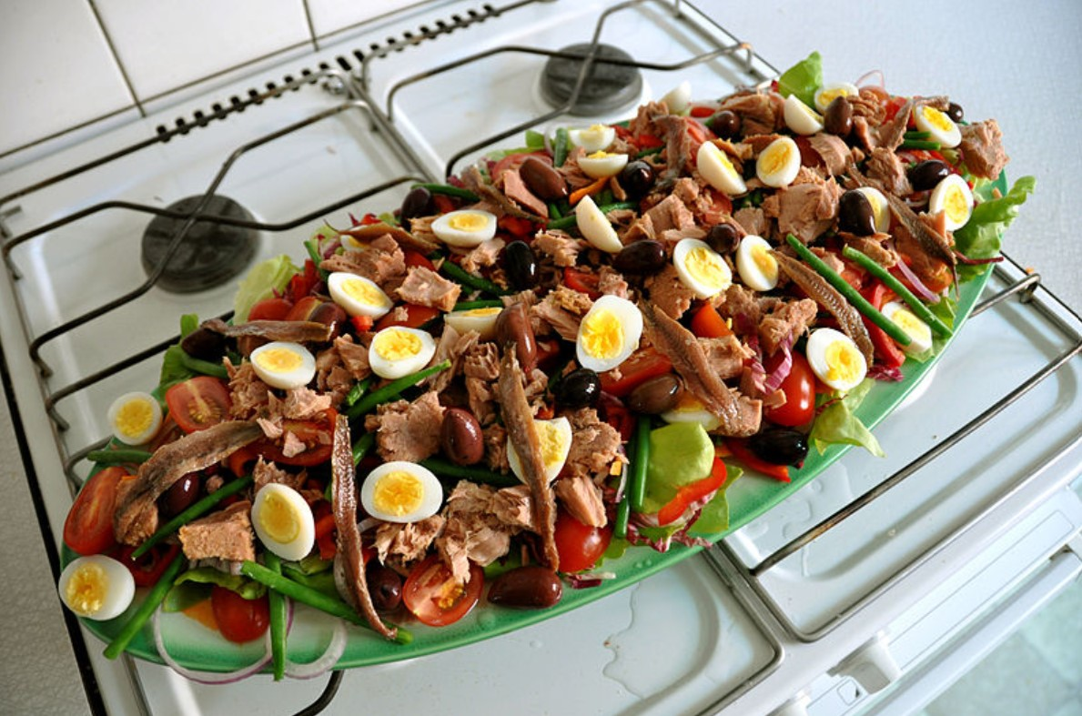 Salad Nicoise with canned tuna